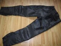 BELSTAFF GENT MOTORCYCLE LEATHER TROUSERS (size 32).