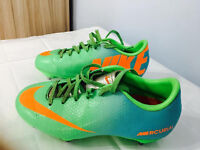 Kids Nike outdoor football boots,excellent condition as seen in pictures, size 1,only £10,cost £59