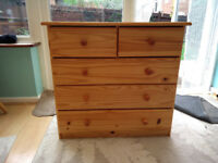 Pine Chest of Drawers 3+2 drawers - Good condition