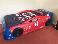 STEP 2 CHILDS STOCK CAR RACE BED CONVERTS FROM SINGLE TO TODDLER STURDY BLUE RED PLASTIC RACER