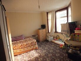 One Nice King Size Double Room Rent at Forest Gate in Upton Lane