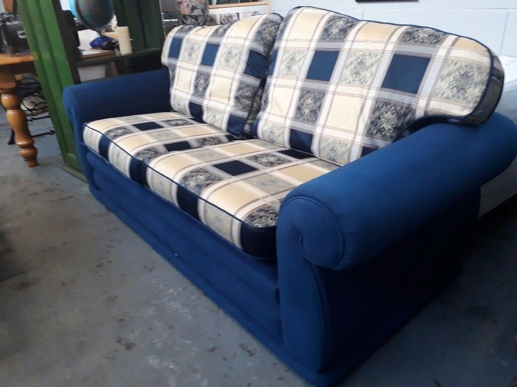Very comfortable 3 seater sofa 200 cm x 87 cm (79 x 32 inches) in excellent condition.