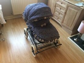 BEECAR PRAM/PUSHCHAIR. FULLY REVERSABLE & DETACHABLE.ALL WEATHER ACCSESSORIES.EXCELLENT CONDITION.