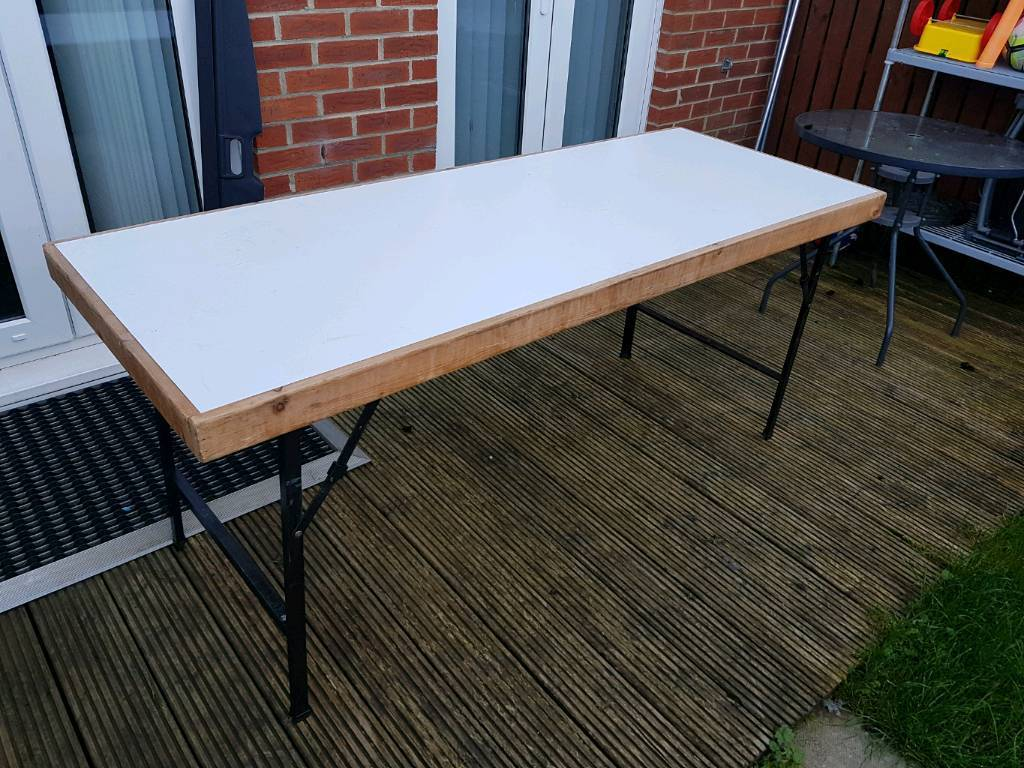 6ft solid table with folding legs