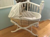 Moses Basket with folding stand and 2 sheets