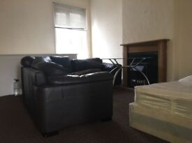 One Bedroom Spacious Flat - Tonge Moor Road, Bolton BL2 - £350.00pcm