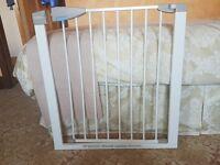 Pressure fit child safety gate