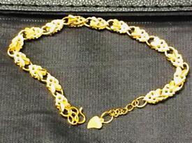 Beautiful Brand new 18k Gold Plated Ladies Bracelet