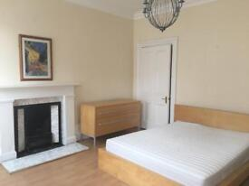 Double room and single room available next toUWS