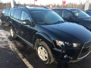2013 Mitsubishi Outlander LS, V6 4X4, Dealer Serviced