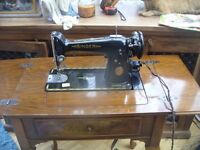 ANTIQUE SINGER SEWING MACHINE IN CASE / TABLE