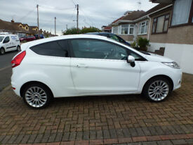 FOR SALE FORD FIESTA 1.4 LITRE AUTOMATIC TITANIUM 2011 FULL FORD SERVICE HISTORY 14000 MILES ONLY