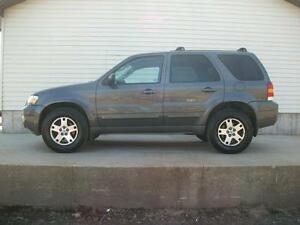 2005 Ford Escape XLT 4X4 AUTO... ONLY 89KM!