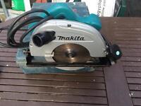 Makita circular saw 220v excellent condition !!!!!