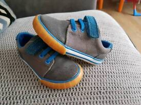 Clarks 6G shoes