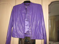 PURPLE VINYL JACKET WITH MATCHING LINING AND ZIP-UP FRONT AND 2 ZIPPED POCKETS FROM ETAM SIZE 12