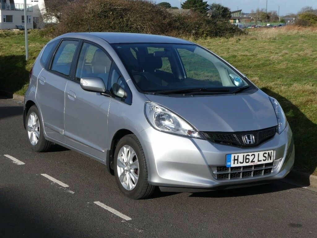 Honda Jazz 14i VTEC ES Manual excellent condition, low mileage and full  service history