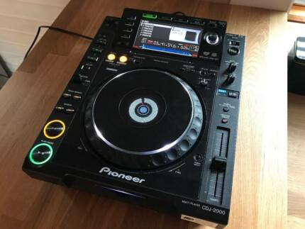 Pioneer cdj 2000 and roadcase dj