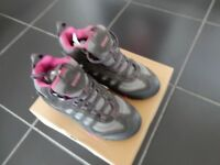 HI-TECH WOMEN'S WALKING BOOTS SIZE 4