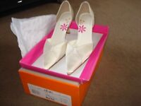 BARGAIN FOR A BRIDE SIZE 6 IVORY SATIN SHOES WAS £55 NOW £20