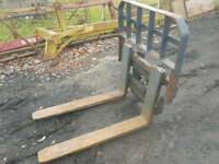 Pair of forklift pallet forks with backplate suit tractor telehandler