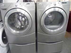 28- Whirlpool Duet sur Piédestaux (on Pedestals)  Laveuse Secheuse  Washer Dryer