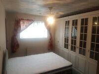 Double room Available In a 3 Bedroom House, Well Tidy house and close to all amenities