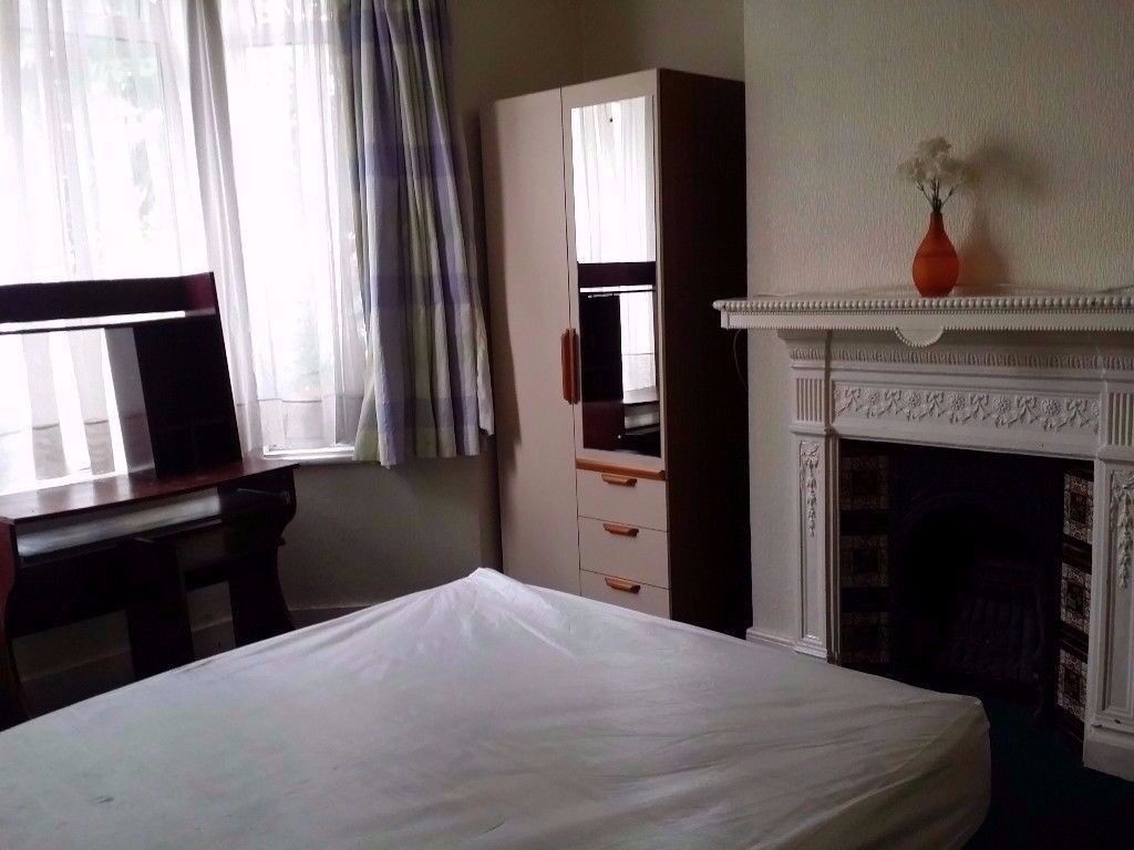 DOUBLE BEDROOM CLOSE TO VICTORIA , CHEAP* 07449731834