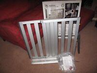 Lindam Aluminium Extending Safety Gate Numi 66 Cm - 101 Cm - NEW