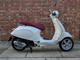 Vespa Primavera 125cc (16 REG) in white, Immaculate condition with only 4 miles