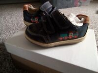 CLARKS BOYS first shoes Size 3.5 G Navy blue train image velcro strap BABY TODDLER