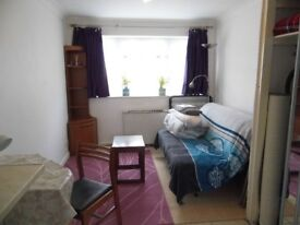 Studio house near uni and hospitals av. now/ Ensuite and self-contained furnished double av. Sep.!