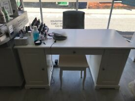 White desk in very good condition