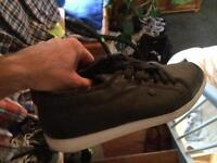BK British Knights Schuhe Sneaker Größe 44 / US 10.5 Schwarz Weiß Hessen - Bürstadt Vorschau