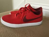 Nike essentialist size 7