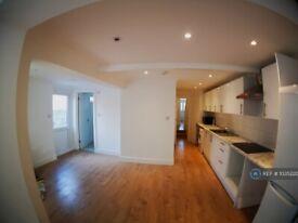 6 bedroom house in Hornsey Park Road, London, N8 (6 bed) (#1035220)