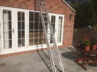 Extendable aluminium ladders