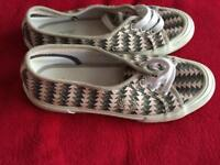 Fred Perry slip on trainers - Size 4