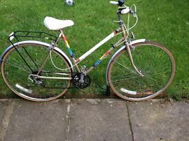 "Centurion women's bike 27"" wheels,5 gears,front and back mudguards,front light ,bell,"