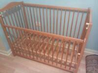 Baby cot with one side height adjustable