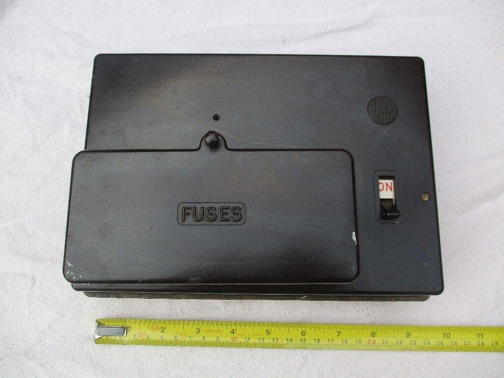 Vintage Bakelite Wylex 6-Way Fuse Box