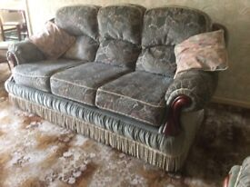 3 seater settee excluding the scatter cushions.