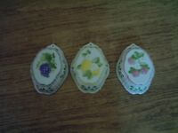 Decorative jelly moulds, three fruit thyme's, very good condition, can be hung on the wall