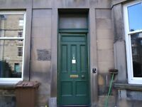 3 double bed maindoor Marchmont flat, direct access to back green, £1300pm, available mid March
