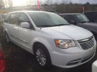 2015 Chrysler Town & Country Touring-L Sunroof Leather Navigatio