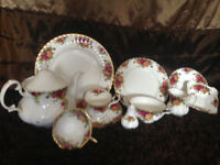Dinner service of over 100 pieces - Wedgewood/Country Roses