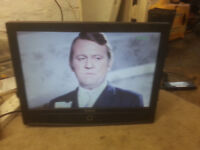 "for sale 19"" lcd widescreen tv with remote £15"