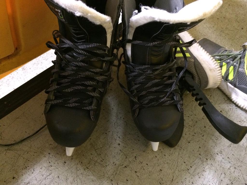 CCM 44K ribcore ice hockey skates 10D
