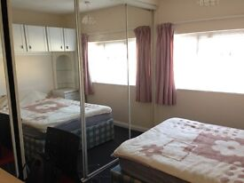 Lovely double-bed room available in Englefield Green