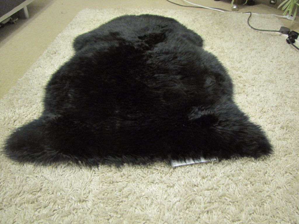 New And Un Used Ikea Fanby Black 88cm Soft Long Sheepskin Rug